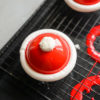 Современные десерты: «Шапочка Деда Мороза» — муссовое пирожное с пряностями и джемом